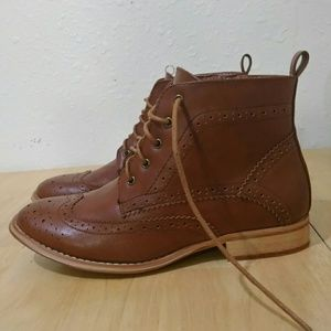 NWOT Brogue Oxford Boots